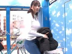 【マジックミラー号】スーパー帰りの巨乳人妻がアクメ自転車を漕ぐ!