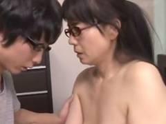 【三浦恵理子】「ねえ、ご褒美頂戴♪」「どうしてほしいの?」「お口でお口で舐めて♪」教え子のチンポを優しく咥える熟家庭教師