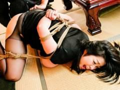 【小向美奈子】チンピラたちに犯されているのに感じまくるドスケベ未亡人!
