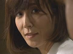 澤村レイコ SEXに貪欲なシングルマザーの彼女の母親(45歳)に寝取られる男が中出し!