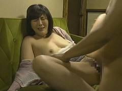 円城ひとみ 息子にオナニーを見られて強引に性交という辱めを受ける四十路母