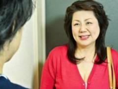 六十路でぽっちゃり段腹の叔母と一線を越える甥っ子 富岡亜澄