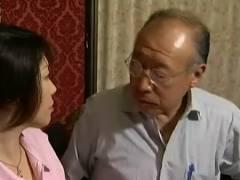 【ヘンリー塚本+渡辺弓絵+杉沢麻子+徳田重男】老人なのに愛人までいるという絶倫な義父!介護の息子嫁にチンポコを突っ込んでしまいます。