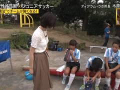 Jリーグ名誉マネージャー佐藤美希が性に目覚める年頃のサッカー少年の前でG乳パイスラ