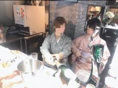 【悲報】AV女優・南梨央奈(26)、本物の母親と一緒にファンとお酒を飲む「激レア親子バーイベント」を開催