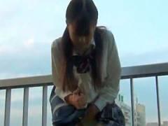 【ロータ- あててる動画】ローターをパンティーの中に射れたまま街を歩かせられる女子校生がマジイキしちゃいましたww
