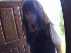 【動画】板野有紀が女子校生姿でおじさんとからんで最後はフェラでイカせた
