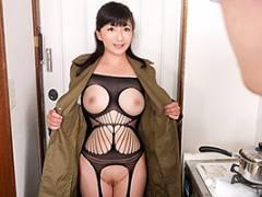松沢ゆかり コートの下は全裸で派遣されてくる熟女デリヘル嬢!