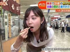テレ東・田中瞳アナ、なぜか前かがみでおっぱい谷間を見せつけながら食レポ。