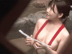 寝取られ願望のある夫が嫁をハレンチな水着のまま混浴に放置した結果、何度もイカされるハメに!