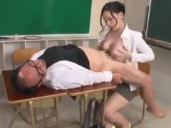 佐山愛 魅惑の巨乳で校長先生のチンポをしごく女教師