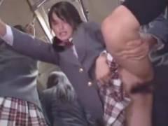 女子校の通学バスに間違って乗ったら男に飢えたJKに生でやられた件w