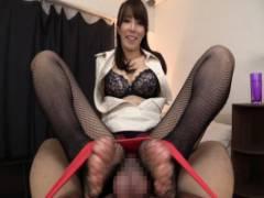 澤村レイコ パンスト美脚なドスケベ痴熟女!卑猥な足コキテクでちんぽフル勃起!