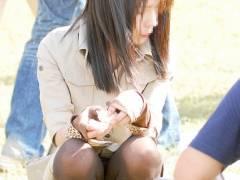 【油断パンチラ】M字開脚で油断してパンチラしてる女子にチ●ピクゥ~www