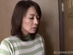 【熟汝動画倶楽部無料】四十路の熟女さんが汚いおじさんの愛撫で感じまくるおばさんのエロビデオ!