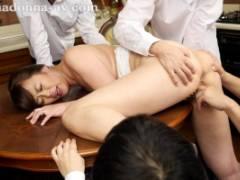 栗野葉子 グリグリとおまんこに指入れされちゃう巨乳人妻が息子の同級生に毎日輪姦されて屈辱の辱め