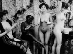 【エロ画像】白黒時代のヘアヌード女さんのナチュラルボディーがこちら。(26枚)