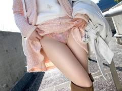 【2次元+3次元】たくし上げたスカートの中身が気になるエロ画像集!(60枚)