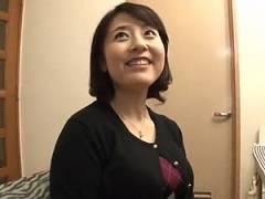 [牧村彩香] 四十路で童顔美熟女な爆乳人妻!3P乱交の中出しハメ撮り!