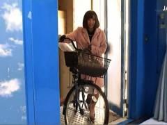 【マジックミラー号】これは危険なアクメ自転車の快感!欲求不満の奥さまが乗ります。