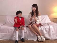 【衝撃】ちょwwついに小学生がAV監督にww巨乳お姉さんの浜崎真緒とおねショタプレイw