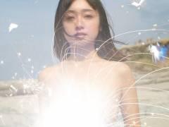 安達祐実「ほとんど裸の状態」神秘的な素肌を披露!