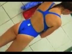 【ビーチ+アスリート+盗撮+個人撮影】これは危ない水泳大会でハイレグの競泳水着選手を隠し撮り!股間を狙い撃ちです。