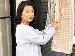 遠田恵未 ぽっちゃり巨乳祖母(六十路)が孫の身体にアソコが疼いてしまいフェラ奉仕…