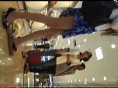 【パンチラ】モデル体型でスタイルが良い最近の中国人お姉さん!