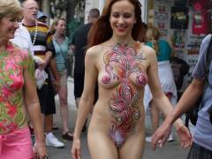 """【露出狂】世界中で開催されている""""ボディペイントフェス""""、単なるエロ祭りだコレwwwwwwwww(画像あり)"""