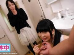 水沢みゆ 彼女の妹にこっそりトイレでフェラチオしてもらったら…