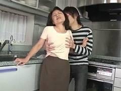 波木薫 五十路母(53歳)が息子と台所で交わりフェラ~中出し性交!