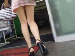 【美脚画像】長くて程よくムッチリした美脚の持ち主は街に行けば見放題!