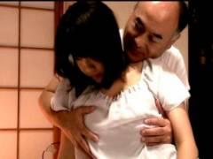青木りん 巨乳の欲求不満な人妻が義父の寝込みを襲いフェラチオでザーメンを搾り取る