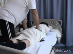 【動画】保健室で寝てる素人JKにマッサージと称して肉棒挿入する鬼畜教師