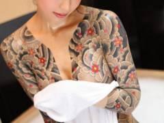 【画像】(\´ん`)「この女刺青入れてるじゃねぇか。マイナス100点」