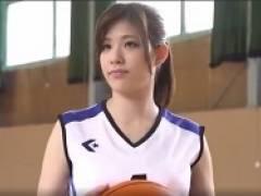 【星井笑】リモコンバイブを股間に装着して男とバスケットボール対決。負けるとエッチな罰ゲーム