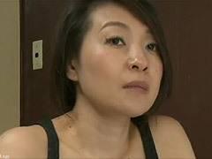 大沢萌 義父にオナニーを見られてしまい関係を迫られた嫁が渋々…(ヘンリー塚本)