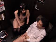 上原亜衣 猫耳コスプレの美少女が個室ビデオに派遣されてエロいご奉仕w