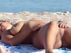 ヌーディストビーチで開放感が頂点に達した女さんをご覧下さいwwwwwwww(22枚)