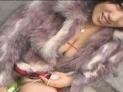 【ショートカット】爆乳のAV女優の杉山圭、昼間の渋谷で本気で野外でバイブオナニーしているww
