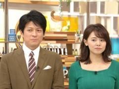 宮澤智アナの黒いブラジャーの肩紐が見えてるムチムチの美乳そうなエロおっぱいの形がくっきりキャプ!フジテレビ女子アナ