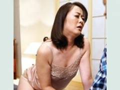 「突いてぇ〜!擦ってぇ〜!」四十路のムチムチ母さんが絶倫息子と中出しSEX! 栗野葉子