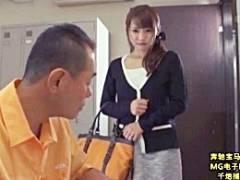 パート先の店長に貞操帯を付けられた人妻がダメだと思いつつも快楽の虜に…。