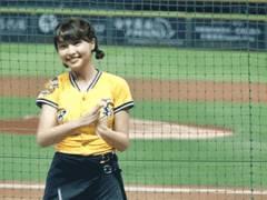 台湾プロ野球チアリーダーの峮峮(チュンチュン)さん、乳揺れダンスが天使すぎとネットで話題!