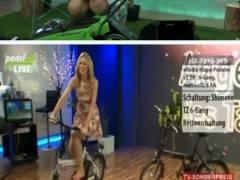 テレビショッピングで女性キャスターがエッチすぎる放送事故!