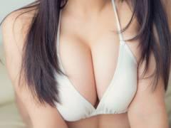 旬なアイドル・グラドルの谷間なエロ画像