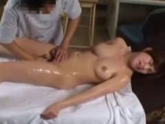 【エロマッサージ】 めっちゃ美人な巨乳人妻さんが日頃の疲れを癒しにエロマッサージを受けちゃいます♪電マを当てられ大満足の人妻さんなのでした♪