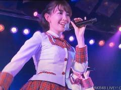 【画像】小嶋陽菜(29歳)の スカートひらりをご覧くださいwwwwwwwwwww