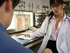 かすみ果穂 メガネの美人女医がドスケベマッサージ!ローションまみれにされアナルとちんぽを責められる
